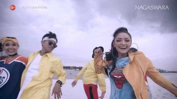 ลากิ Lagi Syantik - Siti Badriah